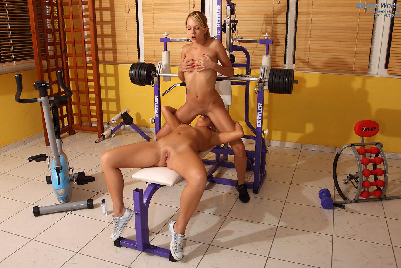Секс со спортсменкой в спортзале, Порно В спортзале -видео. Смотреть порно онлайн! 2 фотография