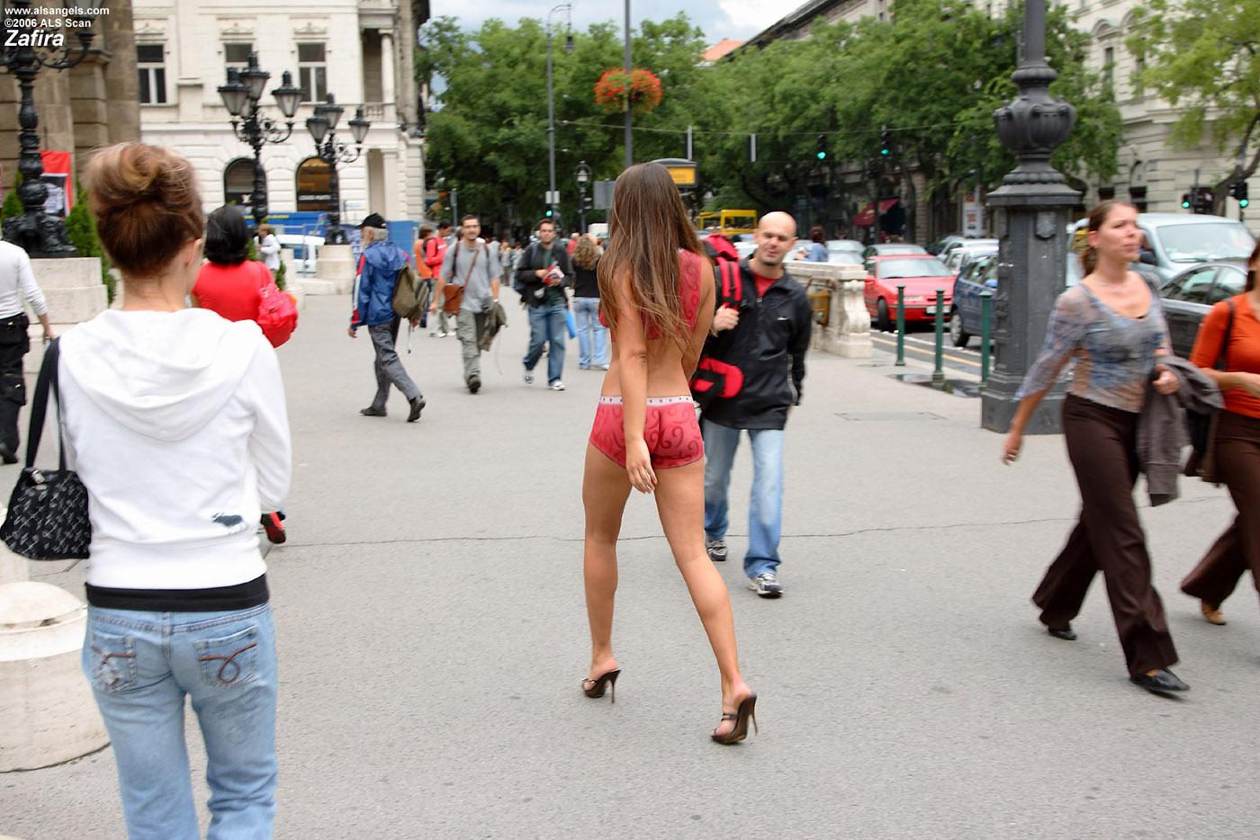 Порно летом на улицах москвы