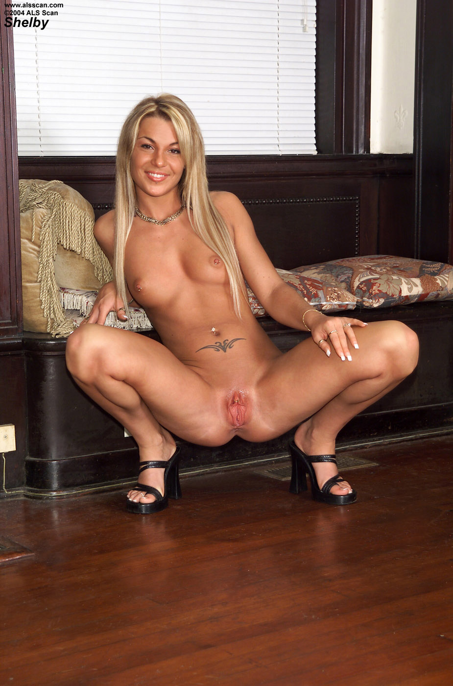 image Blonde doing her cunt with crystal dildo